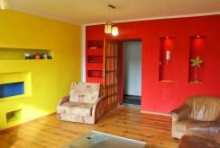 zdjęcie prezentuje inne fragment salonu w luksusowym apartamencie na sprzedaż na Mazurach