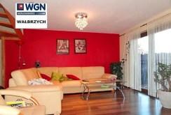 widok z innej perspektywy na ekskluzywny salon w apartamencie do sprzedaży w Szczawnie-Zdroju