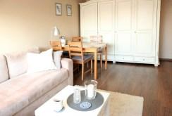 widok od strony salonu na jadalnię w luksusowym apartamencie na sprzedaż w Szczecinie