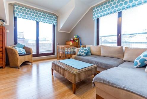 zdjęcie przedstawia salon w apartamencie do sprzedaży w Szczecinie