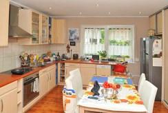 na zdjęciu komfortowa kuchnia w apartamencie w Szczecinie na sprzedaż
