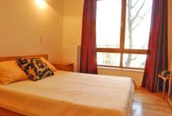 widok na ekskluzywną sypialnię w apartamencie w Warszawie do sprzedaży
