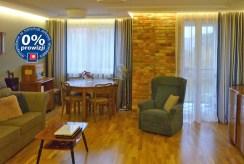 na zdjęciu ekskluzywny salon w luksusowym apartamencie w Olsztynie do sprzedaży