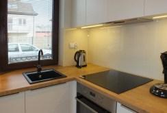 zdjęcie prezentuje fragment kuchni w apartamencie w Szczecinie na wynajem