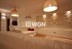zdjęcie przedstawia fragment salonu w apartamencie na sprzedaż w Szczecinie
