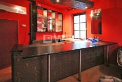 zdjęcie przedstawia nowoczesną, luksusową kuchnię w ekskluzywnej willi w Szczecinie do wynajmu