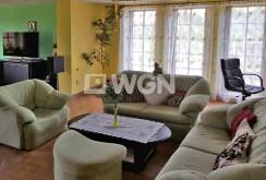 zdjęcie prezentuje ekskluzywny salon w willi w Ustroniu do sprzedaży