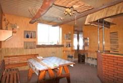 widok na bar w podziemiach willi do sprzedaży w okolicy Łodzi