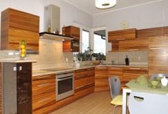 nowocześnie umeblowana i wyposażona kuchnia w luksusowej rezydencji do wynajęcia w Słupsku
