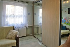 na zdjęciu fragment sypialni w apartamencie do sprzedaży w Białymstoku