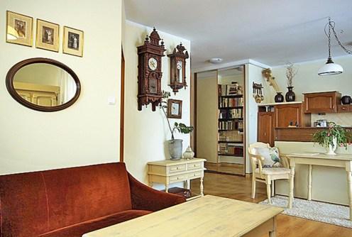na zdjęciu ekskluzywny salon w apartamencie do sprzedaży w Białymstoku