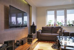 fragment ekskluzywnego salonu ze sprzętem RTV w luksusowym apartamencie w Białymstoku do sprzedaży