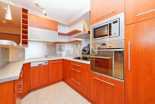 zdjęcie prezentuje nowoczesną kuchnię w apartamencie do sprzedaży w Tarnowie