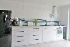 widok na komfortowo umeblowaną i urządzoną kuchnię w luksusowym apartamencie w okolicach Legnicy na sprzedaż
