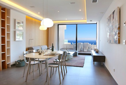 na zdjęciu wnętrze luksusowego apartamentu do sprzedaży w Hiszpanii