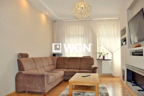 widok na salon w apartamencie do sprzedaży w Legnicy
