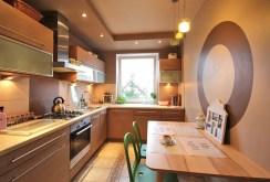 zdjęcie prezentuje komfortową kuchnię w apartamencie na sprzedaż w Szczecinie