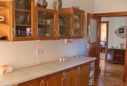 na zdjęciu stylowa kuchnia w apartamencie w Legnicy do sprzedaży