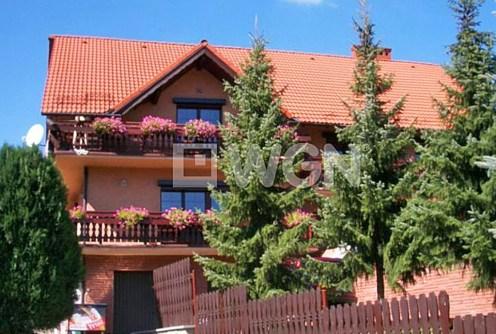 na zdjęciu widok z zewnątrz na ekskluzywna willę do sprzedaży w okolicy Bielska-Białej