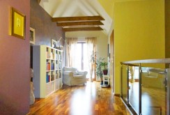 jedno z luksusowo wykończonych pomieszczeń w willi we Wrocławiu na sprzedaż