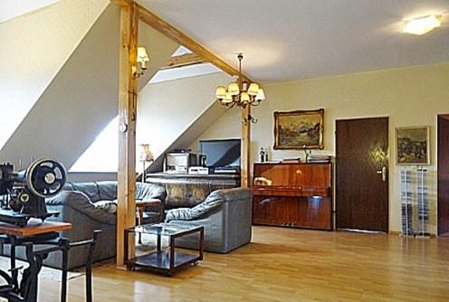 na zdjęciu ekskluzywny salon w luksusowej willi do sprzedaży w okolicach Wrocławia