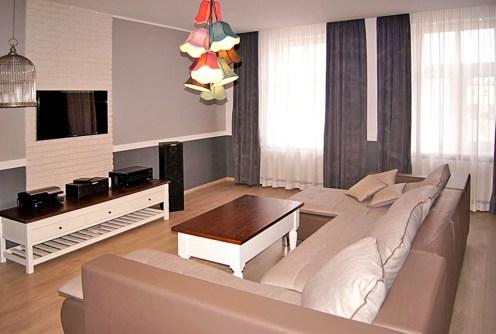 na zdjęciu stylowy, nowoczesny salon w luksusowym apartamencie do wynajęcia w Inowrocławiu
