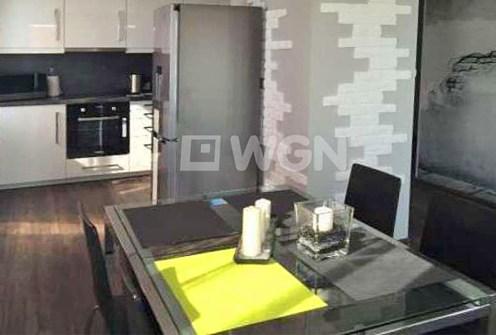 na zdjęciu luksusowe wnętrze nowoczesnego apartamentu na wynajem w Szczecinie