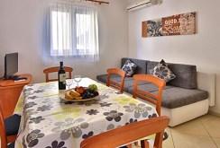 zdjęcie prezentuje jadalnię w luksusowym apartamencie w Chorwacji na sprzedaż