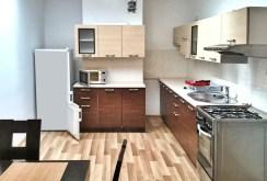 komfortowo wyposażona i umeblowana kuchnia w apartamencie w Tarnowie na sprzedaż