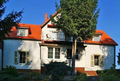 front luksusowej willi do sprzedaży w Żaganiu