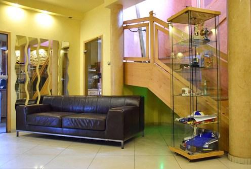 na zdjęciu ekskluzywne wnętrze luksusowej willi do sprzedaży w Legnicy