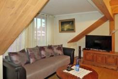 na zdjęciu komfortowo urządzony pokój w luksusowej willi do sprzedaży w Suwałkach