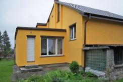zdjęcie od strony ogrodu przedstawiające ekskluzywną willę do sprzedaży w okolicach Legnicy
