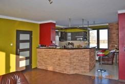 zdjęcie prezentuje aneks kuchenny w luksusowej willi na sprzedaż w okolicach Rawicza