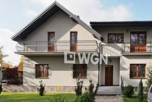 na zdjęciu front luksusowej willi do wynajęcia w Tarnowie