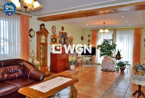 na zdjęciu luksusowe wnętrze willi na sprzedaż w okolicy Bolesławca