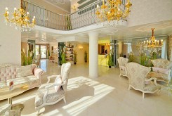 luksusowe wnętrze apartamentowca w Bułgarii, w którym zlokalizowany jest apartament na sprzedaż
