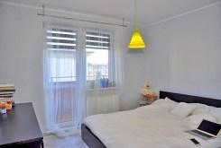 na zdjęciu ekskluzywna sypialnia w luksusowym apartamencie do sprzedaży w okolicach Wrocławia