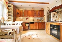 stylowo wyposażona kuchnia w ekskluzywnej willi w Wieluniu na sprzedaż