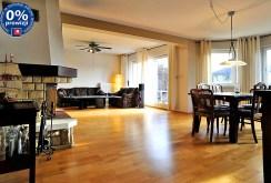 zdjęcie przedstawia komfortowy salon w luksusowej willi na sprzedaż w okolicach Gliwic