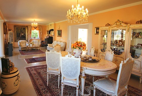 elegancki salon w luksusowej willi do sprzedaży w okolicach Szczecina
