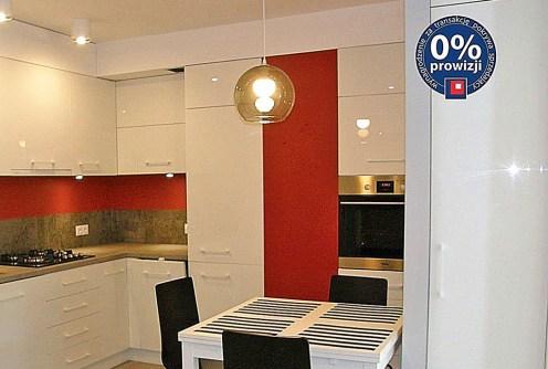 nowoczesny aneks kuchenny w luksusowym apartamencie do sprzedaży we Wrocławiu