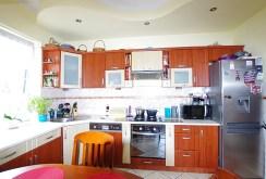 komfortowa kuchnia w ekskluzywnym apartamencie do sprzedaży w okolicy Legnicy