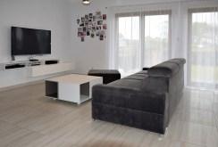 widok z innej perspektywy na ekskluzywny salon w luksusowej will do sprzedaży w okolicach Legnicy