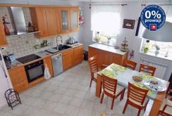 widok z góry na luksusową kuchnię w ekskluzywnym apartamencie do sprzedaży w Ełku