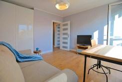 zdjęcie prezentuje salon w luksusowym apartamencie do wynajmu w Szczecinie