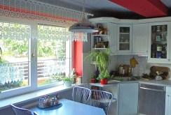 na zdjęciu komfortowa kuchnia w luksusowej willi w okolicy Leszna na sprzedaż