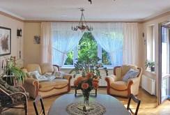 ekskluzywny salon w luksusowej willi do sprzedaży w okolicy Leszna