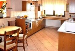 umeblowana komfortowa kuchnia w luksusowej willi w okolicach Wrocławia na sprzedaż