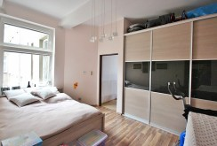 elegancka, przytulna sypialnia w luksusowym apartamencie w Szczecinie na sprzedaż